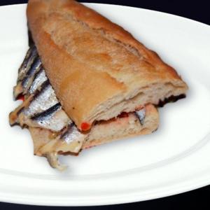 Bocadillo de sardinas con alegrías.
